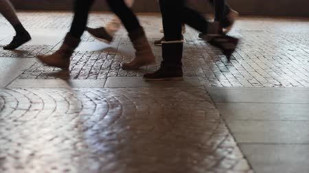 ночная жизнь : walking feet on pavement
