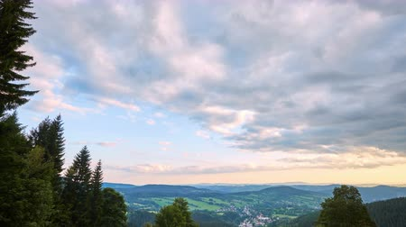 tcheco : timelapse of clouds before sunset from Krkonose, Czech Republic