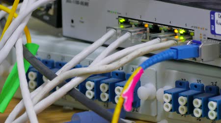 banda larga : Telecommunication equipment of network cables in a datacenter of mobile operator