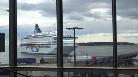 baltské moře : White ferry ship Tallink in West Harbour of Helsinki