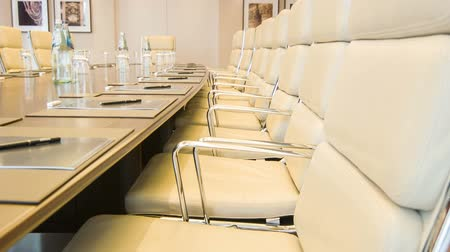 sala de reuniões : Meeting room.  Interior view of a contemporary business office in beige colors with folders lying on the table Stock Footage