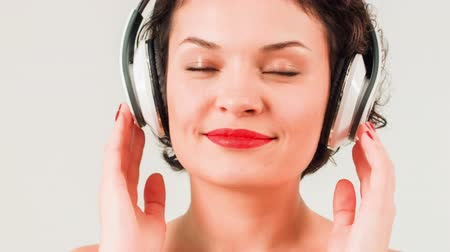 imitação : Young attractive woman is listening to music.