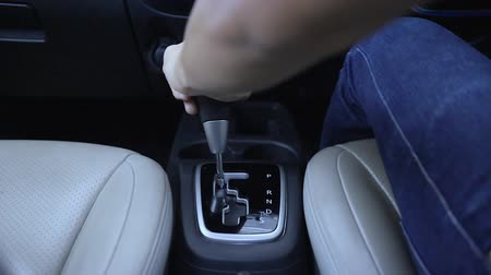 hız göstergesi : Automatic transmission, gear shifting from P to D Stok Video