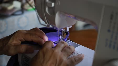 производитель : old woman working with a sewing machine Стоковые видеозаписи