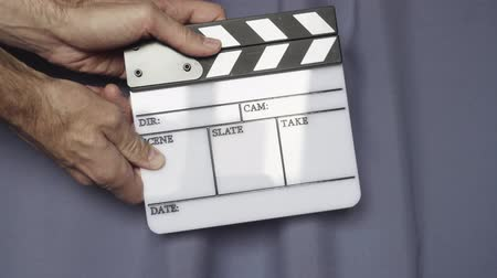 sinematografi : Hands using movie production clapper board