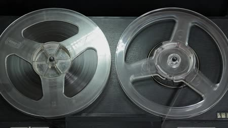kayıt : [ungraded] Reel-to-reel tape recorder playing tape. Transparent reels rotating.  Source: Canon 7D, ungraded. H.264 from camera without re-encoding.