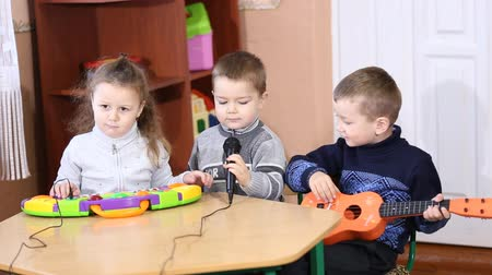 preschool : Children playing musical instruments at the table