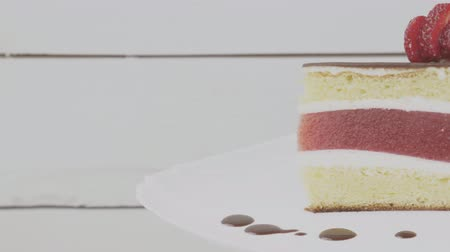 konserve : cake with strawberry jelly