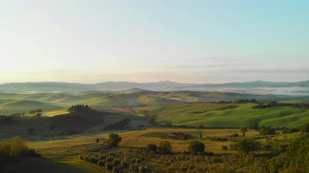 afdeling : Luchtfoto landschap panorama in Toscane, Italië Stockvideo