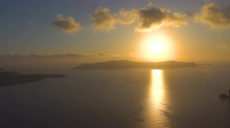 Санторини : Scenic sundown over sea in Santorini, Greece - Seascape Стоковые видеозаписи
