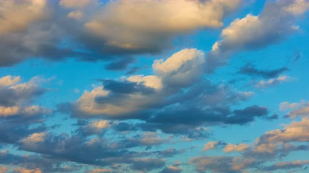 bulutluluk : Sky and yellow clouds at sundown - Day to night timelapse