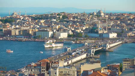 tramwaj : The Galata Bridge and the panoramic view of the old town of Istanbul - Fatih, Turkey