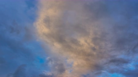 bulutluluk : Sky with colorful clouds at sundown - timelapse Stok Video