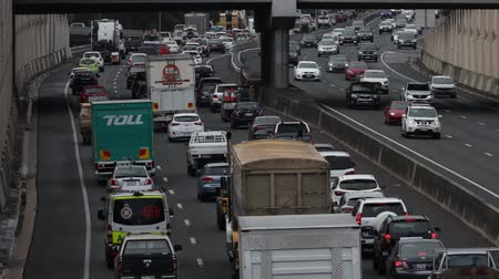 capacidade : The M1 Motorway is at full capacity as motorists experiance delays from congestion on Queenslands busiest road