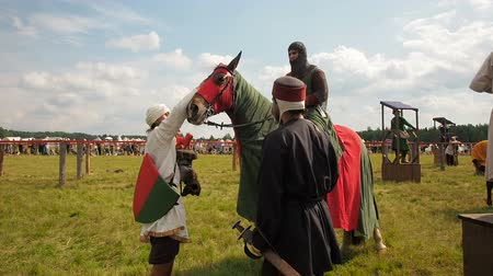 knightly : RITTER WEG, MOROZOVO, JUNE 2016: Festival of the European Middle Ages. Medieval knights on horseback pours a horse Stock Footage