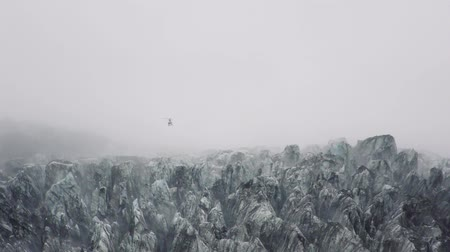 Új zéland : Helicopter taking off from Fox glacier on New Zealand�s south island.