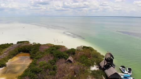 tyrkysový : Aerial shot of Isla de la Pasion near Isla Holbox on a sunny day, Mexico