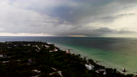 лето : Aerial shot of a tropical storm rolling into Isla Hobox, Mexico