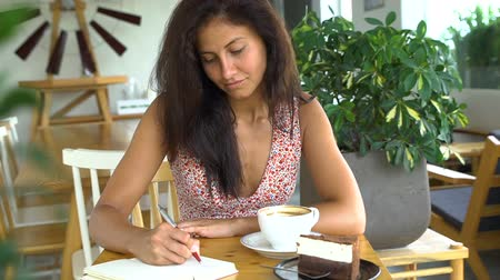 Young student studying and drink coffee Vídeos