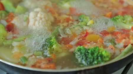 dish : Stewing vegetables in a wok