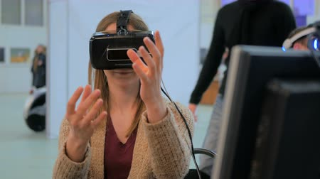 výstava : Exhibition of modern technologies. Virtual reality game. Young woman using virtual reality glasses. VR