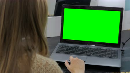 érintőképernyő : Woman using laptop with green screen. Business, communication, freelance and internet concept