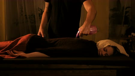 duygusallık : Chinese fire massage - Huo Liao therapy. Traditional chinese medicine, fire treatment and bodycare concept Stok Video
