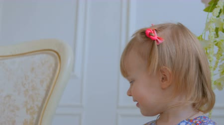 nevinný : Portrait of funny little girl at home. Family, childhood and leisure concept. Close up shot of baby girl face