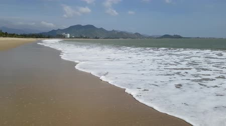 промывали : Beautiful ocean marine supply in Vietnam amid majestic mountains. Summer sunny day. Стоковые видеозаписи